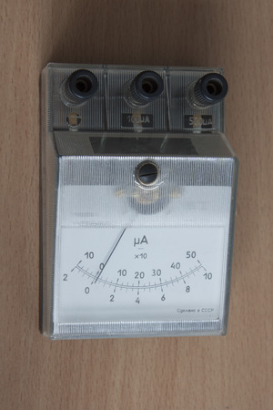 The old device is a milli-ampermeter for measuring millicurrents. Manufacture of the Soviet Union Фото со стока - 93736987