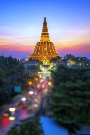 Golden Pagoda, Phra Pathom Chedi  at Nakhon Pathom Province, Thailand.  Asia Travel Banco de Imagens