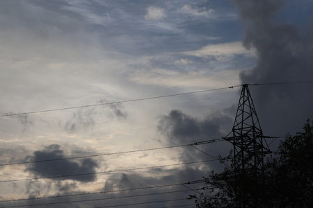 Transmission tower against gloomy twilight sky Imagens