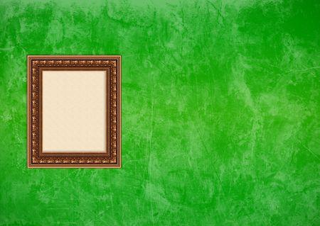 Baroque picture frame: Vider baroque cadre photo avec copyspace sur un mur vert grunge stuc