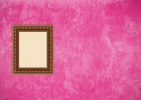Baroque picture frame: Vider baroque cadre photo avec copyspace sur un mur de stuc rose grunge Banque d'images