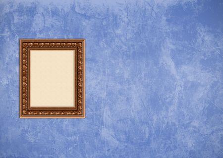 Baroque picture frame: Vider baroque cadre photo avec copyspace sur un mur de stucco bleu grunge