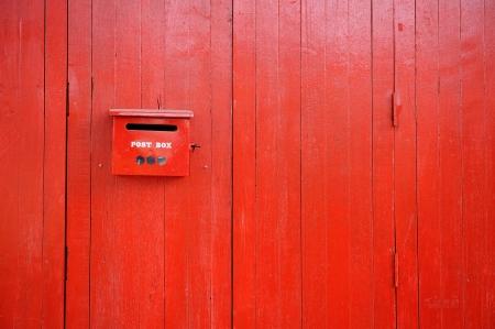 Wood Textured Pintado Rojo
