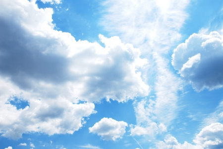 windy day: blue sky with clouds
