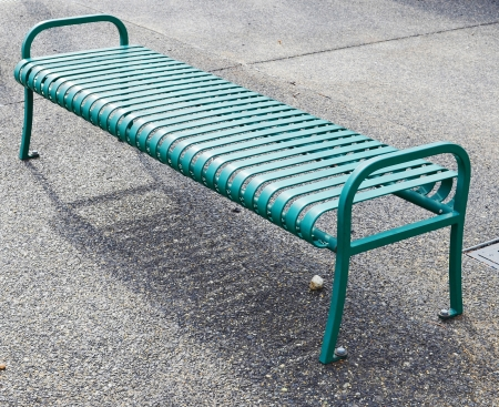 lacquered: Empty green metal bench