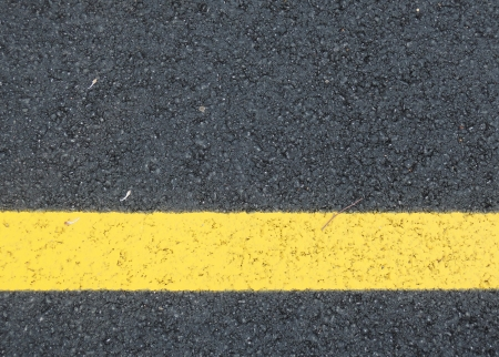 yellow line sign photo