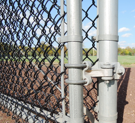 wire mesh: chainlink fence hardware