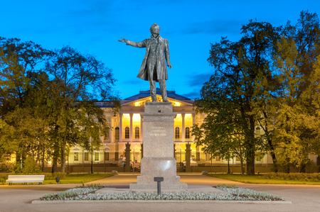 palacio ruso: Monument to the great Russian poet Alexander Pushkin on Ploshcha Editorial