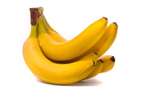 platano maduro: Racimo de bananos aislados sobre fondo blanco