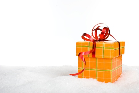 natal: Christmas gift box in snow