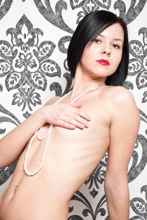 nude pretty girl: Fashion portrait nude elegant woman on vintage wallpaper background