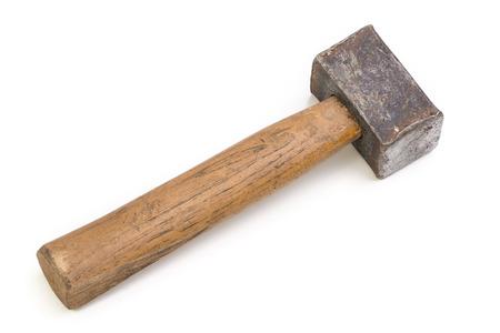 Sluit omhoog van een zwaar gebruikte oude die hamer op wit wordt geïsoleerd.