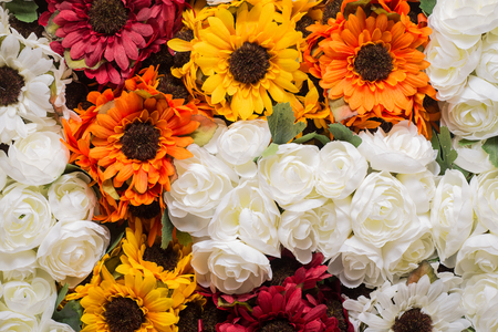 Reusable artificial flowers made from cloth and plastic. Banque d'images