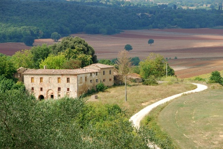 Prachtige Toscaanse uitzicht aan de rand van Monteriggioni Redactioneel