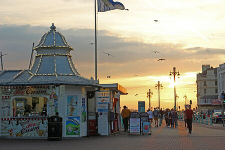 Brighton, East Sussex, England. 10th September 2019. Warm glow and chilled vibes as the sun sets near Brighton Palace Pier. Фото со стока - 135344387