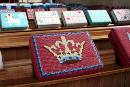 Embroidered Hassocks in an English Church Stockfoto
