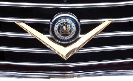 Newport, Isle of Wight, England. 14th September 2013. A Vauxhall Motors Luton badge on the grill of a car. Редакционное