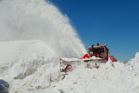 snow plow: shnekorotor clears the way throwing snow