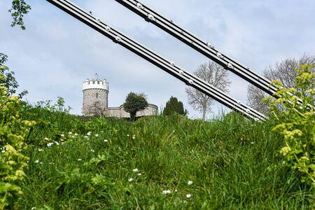 Reino Unido, Bristol, abril de 2019 - Observatorio de Bristol y puente colgante