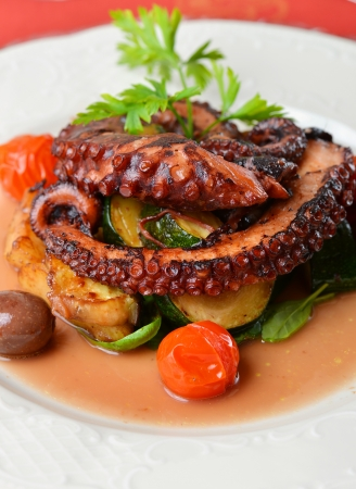 suction: Fresh grilled octopus with olives, potato, tomatoes, zucchini, vegetable and parsley