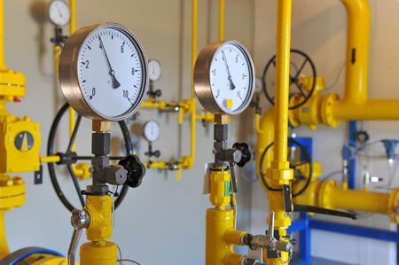 천연 가스 파이프 라인에 압력 측정기의 근접 촬영 스톡 콘텐츠