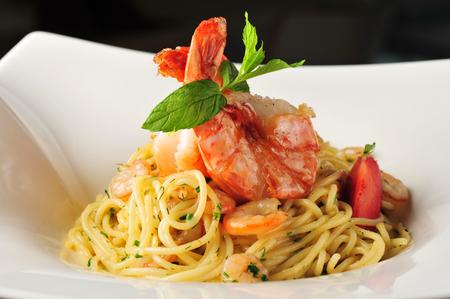 prepared shrimp: Pasta with prawns, delicious spaghetti with prawns   shrimps