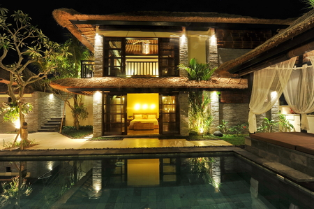 hotel indonesia: Modern tropical villa with swimming pool in nature  Stock Photo