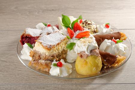 dessert plate: Piatto da dessert orientale misto Archivio Fotografico