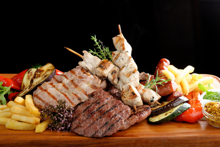 Mixed grilled meat platter Stok Fotoğraf - 33176248