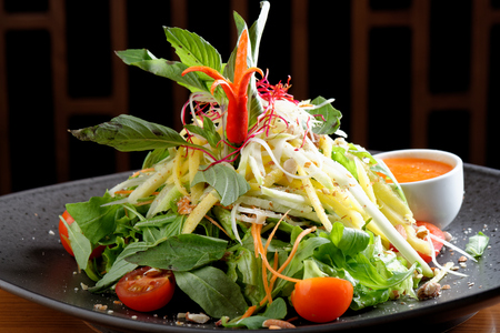 salad plate: Insalata mista con mango acida Archivio Fotografico