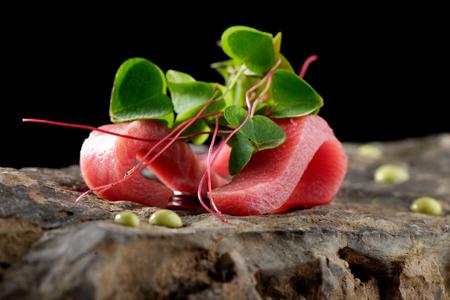 Tonijn sashimi en Wasabi saus. Haute cuisine
