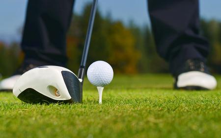 competencia: Pelota de golf, golfista y el Club Foto de archivo