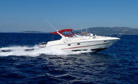 Motor speed boat Imagens - 41732752