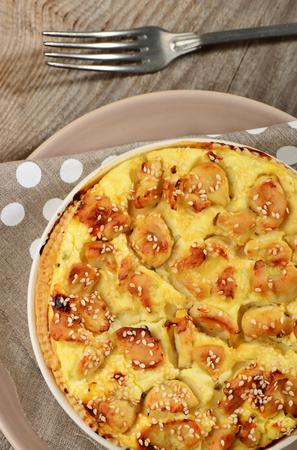 pancetta cubetti: Quiche Lorraine, torta con un ripieno di crema pasticcera con pancetta affumicata