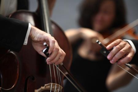 orquesta: detalles de los músicos a tocar una sinfonía