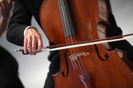 violoncello: i dettagli di musicisti a suonare una sinfonia Archivio Fotografico
