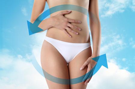 abdomen plano: Mujer con símbolo de rotación
