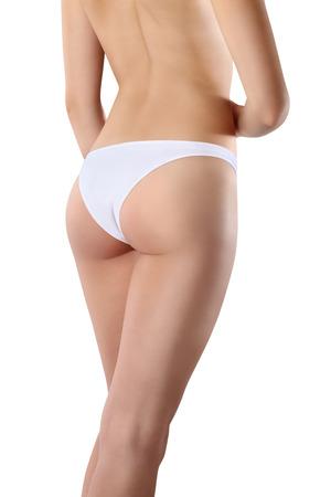 culo: Hermoso cuerpo de la mujer exponiendo parte inferior y trasera, aislado en el fondo blanco
