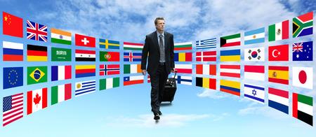 Internationale zakenman reizen wandelen met de achtergrond van vlaggen Stockfoto - 39576884