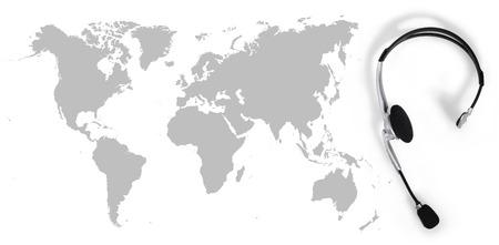 contact globaal concept, bovenaanzicht headset en kaart Stockfoto
