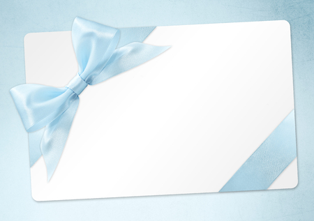 gift card with blue ribbon bow Isolated on azure Standard-Bild