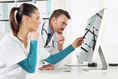 닥터 컴퓨터를 사용하여 간호사, 의료 컨설팅의 개념
