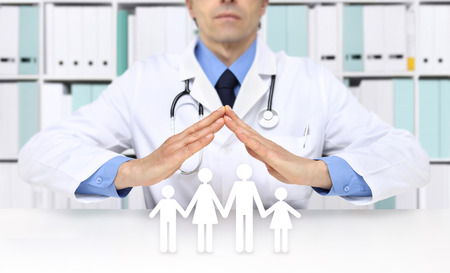 medical health insurance concept, doctor hands with family icons on desk Stockfoto