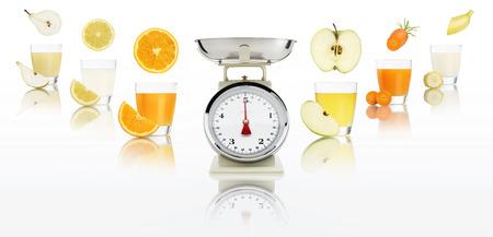 alimentacion balanceada: Concepto de dieta balanceada. Escalas de peso con jugo de frutas de vidrio aislado sobre fondo blanco