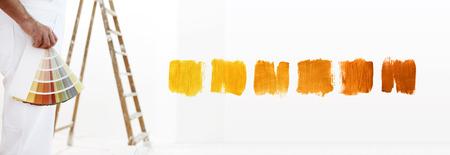 カラー見本、- すぐにあなたの手を持つ画家男をクローズ アップ- と白い空白の背景のカラー サンプルです。 写真素材