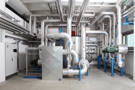 central heating and cooling system control in a boiler room. 免版税图像