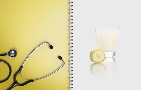 concept of healthy medical food, paper notebook with white paper, copy space blank template. Stockfoto