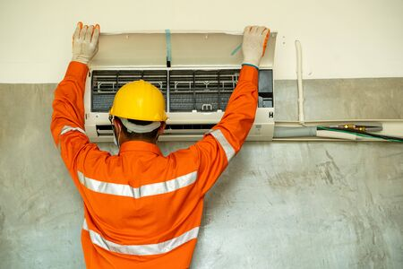 Air conditioning technician,technical install Adjusting Air Conditioning System.