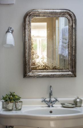 Alte Mode Bad Mit Antic Dusche Waschbecken Und Lampen Franzosisch