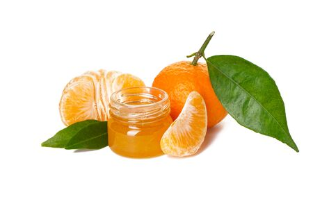 Mandarines isolated with green leaves with jam on a white background Banque d'images